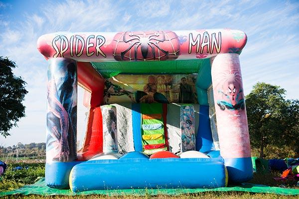 Tobogán con sombra Spiderman